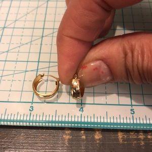 Jewelry - 14kt yellow gold earrings☀️